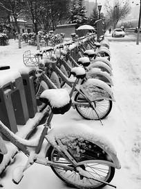 大雪中的自行车