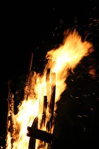 剧烈燃烧的火焰