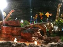 恐龙造型的室内温泉景观