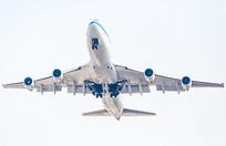 起飞中的飞机
