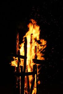 燃烧的篝火火焰