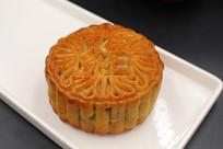 完整的叉烧伍仁月饼