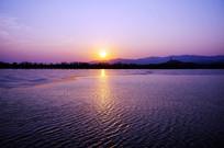 碧波荡漾的昆明湖湖面