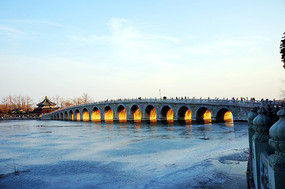 """十七孔桥""""金光穿孔""""景观"""