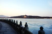 颐和园石栏与万寿山