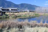 初春的池塘与仿古建筑