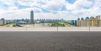 沥青道路前景和郑州CBD风光