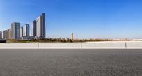 沥青道路前景和郑州东区风光