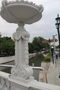 欧式拱桥护栏上的雕刻