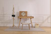 美丽的简约原木梳妆台与座椅