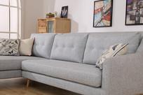 美丽的亚麻长沙发低视角