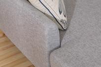 美丽的亚麻长沙发躺椅背面