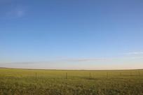 大广角拍摄无际的草原风光