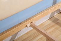 美丽的实木大床床架接合处