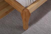 美丽的实木大床床脚细节