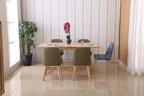 美丽的餐桌和红花