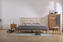 美丽的双人床和背柜