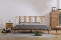 美丽的双人床和亚麻棉被