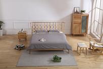 美丽的原木床和床具