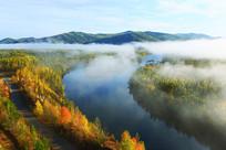 大兴安岭森林河云雾秋景