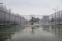 冬雪篮球场