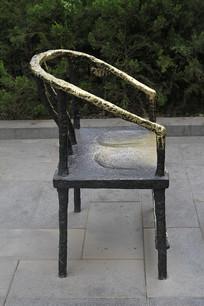铜雕圆背椅子