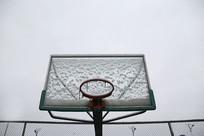 雪地篮球框