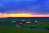 额尔古纳河牧场彩云