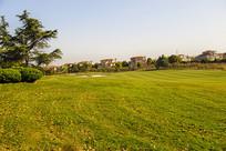 夕阳绿草别墅