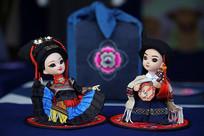 彝族刺绣布娃娃