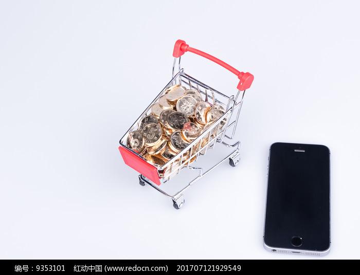 购物车里的硬币和手机图片