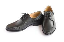 一双黑色商务男鞋