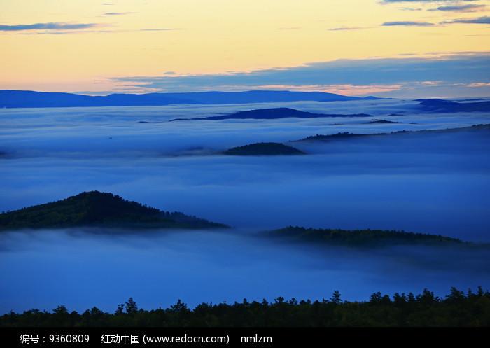 大兴安岭群峰云海图片