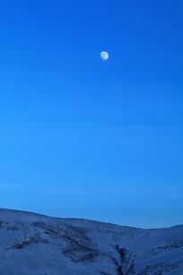 雪原山地月色