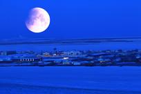 雪原月光村庄
