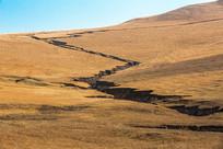 草原天然沟壑