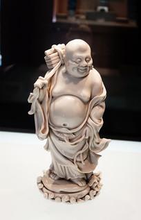 """德化窑""""张寿山""""款负书罗汉像"""