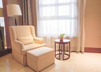 房间的沙发椅和茶几