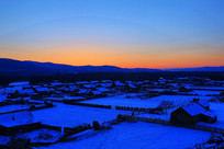 中国最北部的蓝色雪村