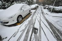 雪天停车场