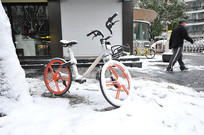 雪中自行车