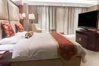 亮灯的酒店房间