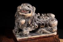 明代木雕狮子摆件