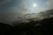 山里的云气