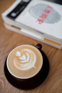 拿铁咖啡和书本