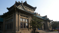 武大图书馆侧面