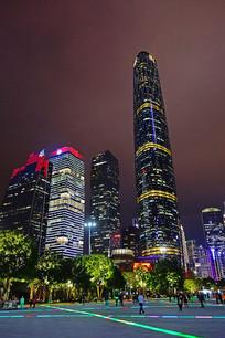 广州珠江新城建筑群灯光璀璨