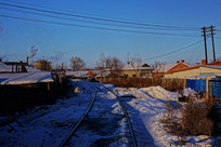 山村铁路雪景