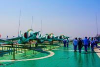 基辅号航空母舰甲板与飞机