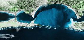 俯瞰深蓝海边城市